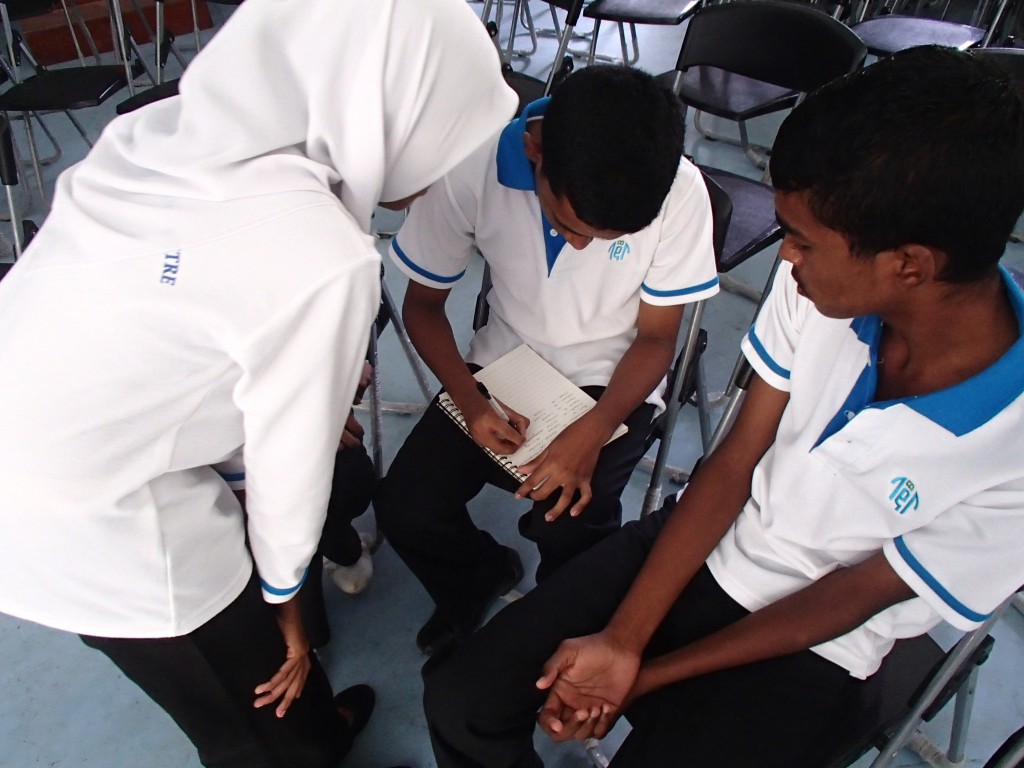 Gathering support from local students on Eydhafushi